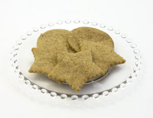 vanilla chai shortbread cookies on glass plate. 5 cookies are on the plate; 3 round wafers; three star shaped wafers.